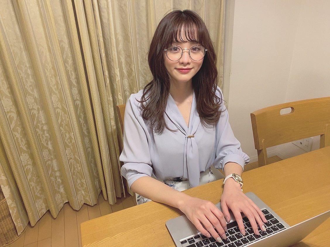 森香澄アナが可愛い!スタイル強調したEカップ水着グラビアとかない?